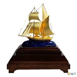 Thuyền buồm mô hình dát vàng 24k