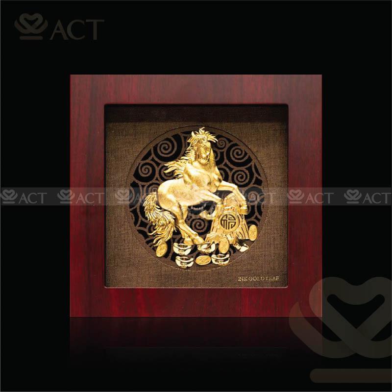 tranh ngựa phong thủy dát vàng